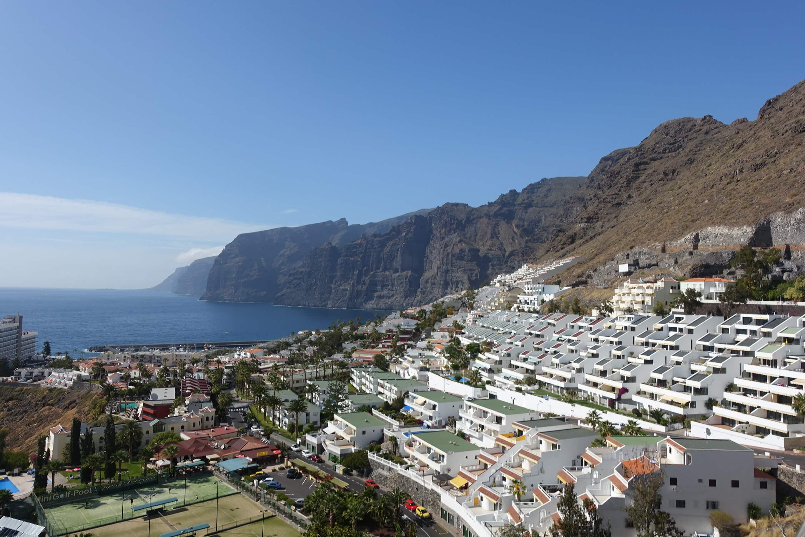 Top things to do in tenerife canary islands carmen for Piscinas en los gigantes tenerife
