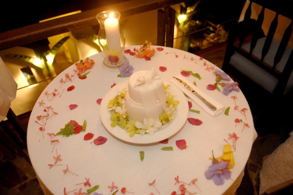 Wedding Cake at Si Como No Restaurant