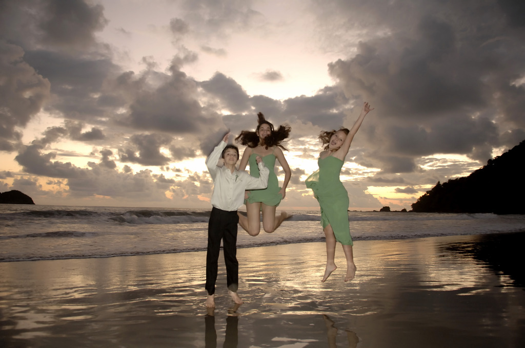 Wedding photo shoot on the beach of Manuel Antonio