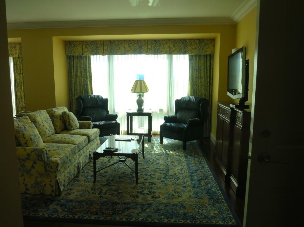 Four Seasons Hotel Westlake Village - Deluxe One Bedroom Suite Living Room