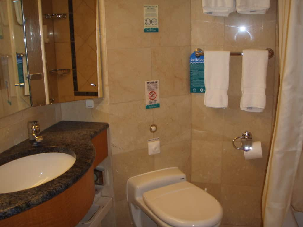 Splendour of the Seas - Bathroom