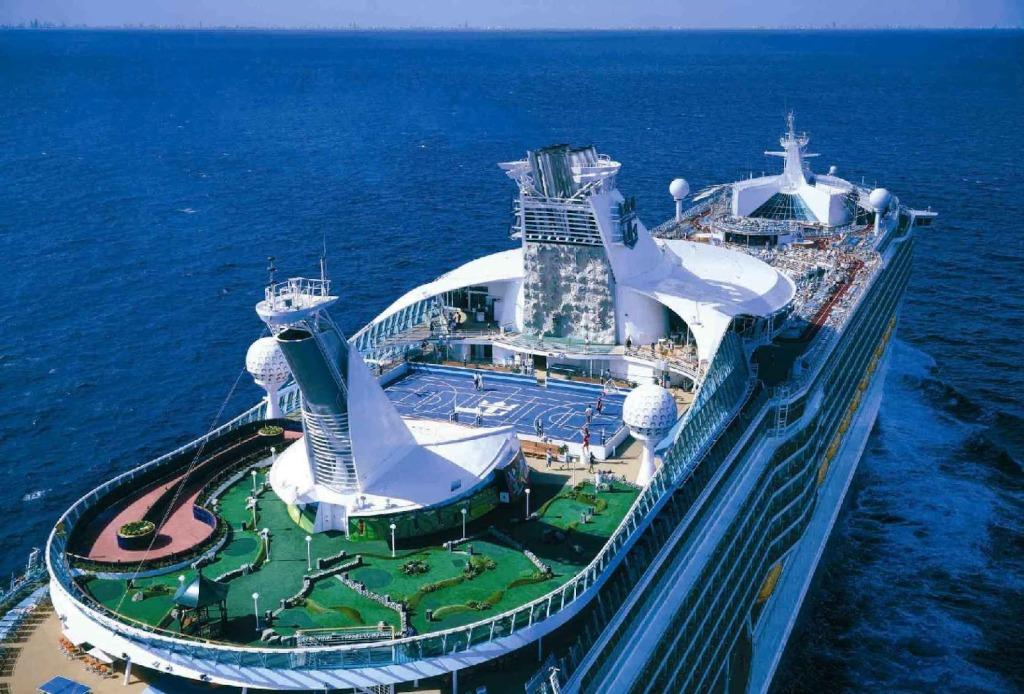 Splendour Of The Seas Pool Area