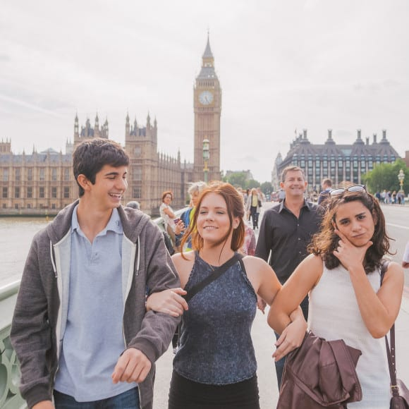 Family strolling in London (photo by Flytographer)