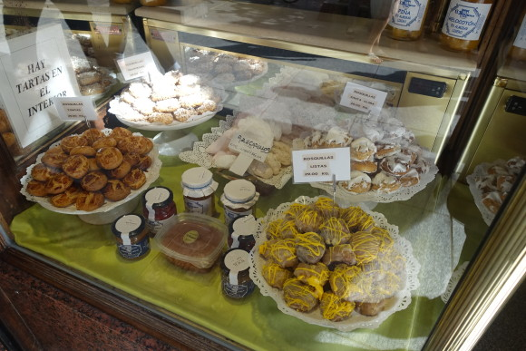 Confitería El Riojano - (Madrid Food Tour) freshly baked desserts