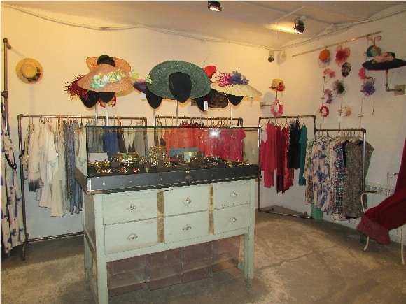 Federica & Co - You can buy many differents designs of earings, pendants, rings, hats and clothes.