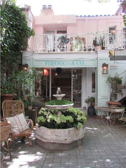 Federica & Co - A place decorated with wild plants, rustic furniture and pastel colors