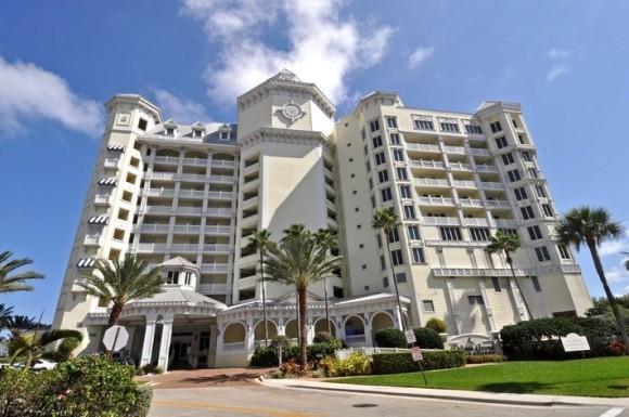 Pelican Grand Beach Resort (image courtesy of rentini)
