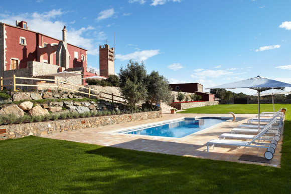 Villa Mas Torroella swimming pool area ( Image Source: MyPrivateVillas.com)