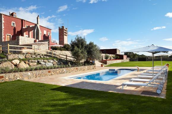 Villa Mas Torroella swimming pool area ( Image Source: MyPrivateVillas.com)