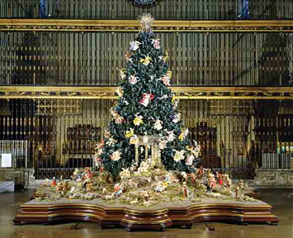 christmas tree and neapolitan baroque crche at met museum photo credit met museum