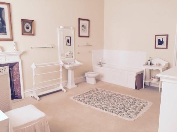 Crom Castle Full Bathroom (image: Crom Castle