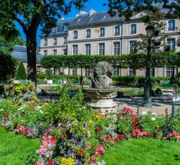 Eat, Stroll, Love In Le Marais – Paris