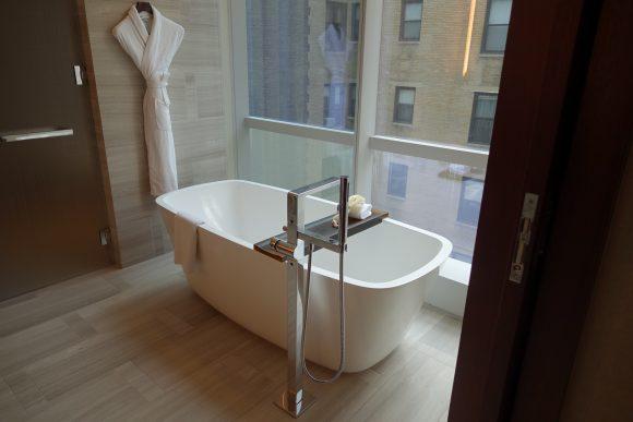 Park Hyatt New York - Park Deluxe Room Bathroom Soaking Tub