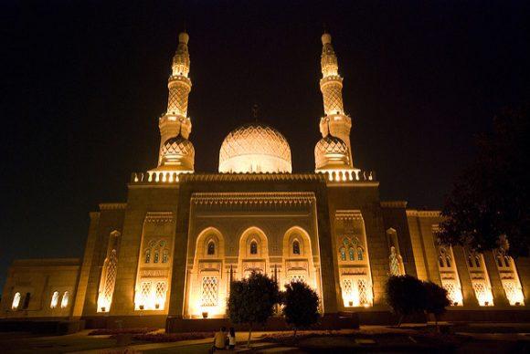 Jumeirah Mosque Dubai in the evening (Flickr: whc7294)