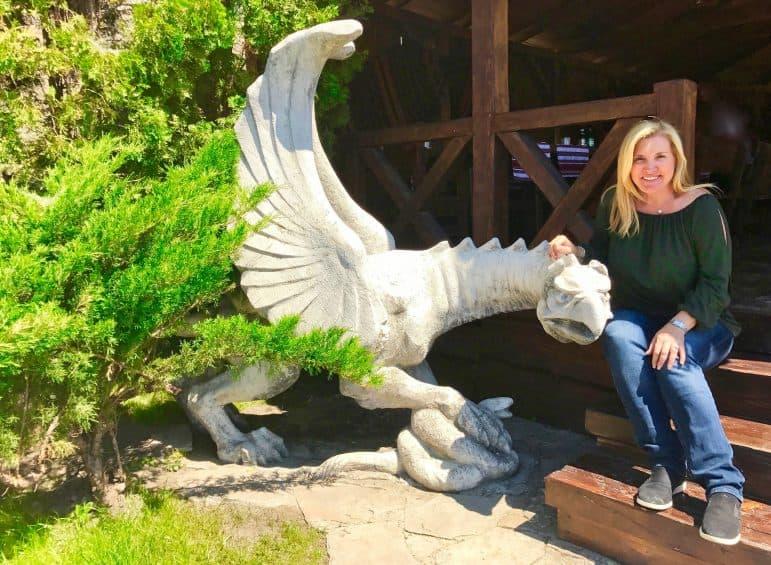 Dragon Statue at Pid Bramoyu Restaurant
