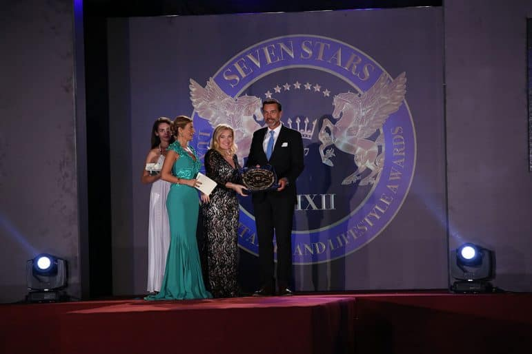 Luxury Panel Member Carmen Edelson presenting the award to Nicolas Konig - General Manager Melia Zanzibar