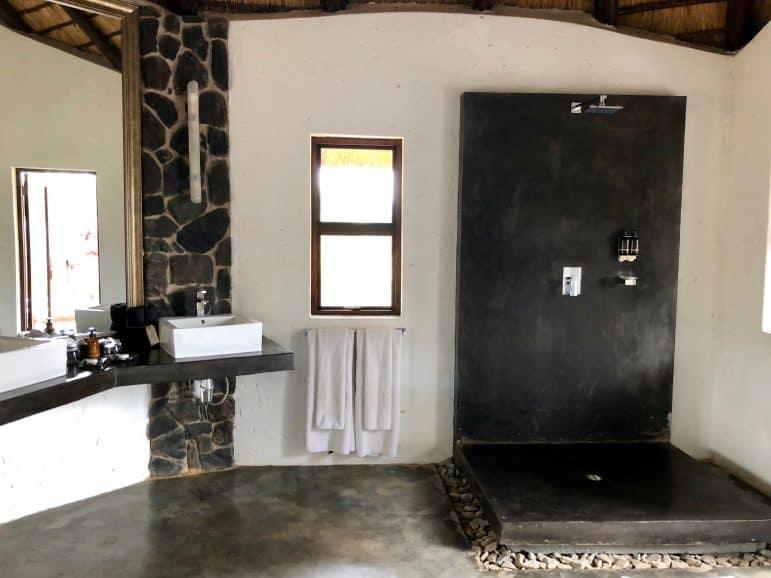 Pondoro Safari Game Lodge Water Suite